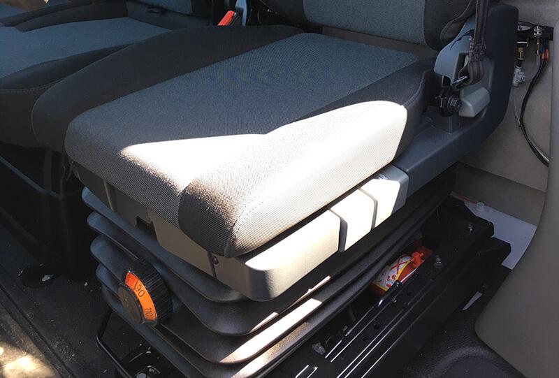 vzduchové odpružení sedačky řidiče - plachtová dodávka