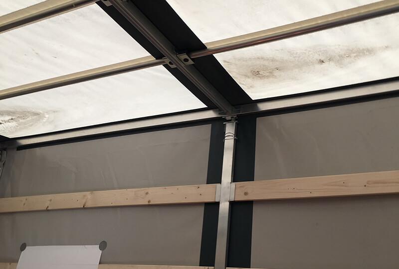 možnost zvednutí střechy - plachtová dodávka